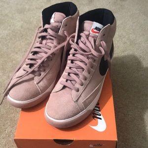 Nike Mid Vintage Blazer shoes 9.5